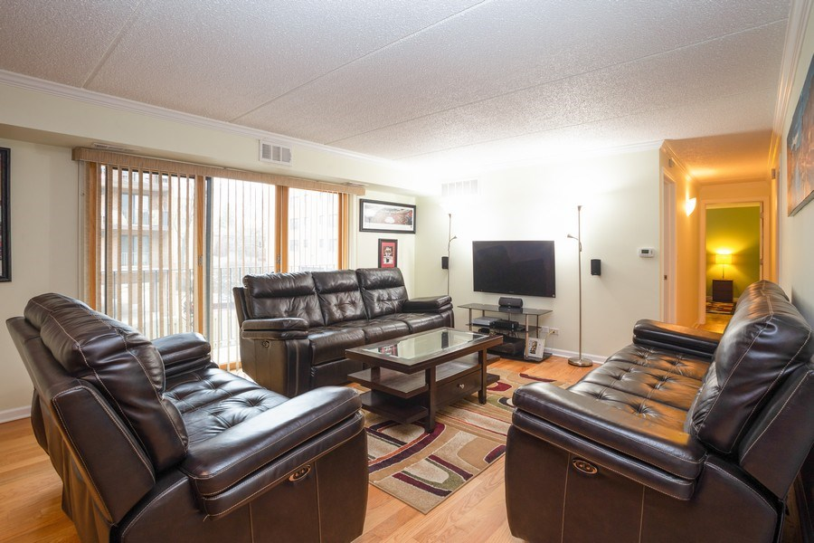 Real Estate Photography - 1441 E THACKER #204, DES PLAINES, IL, 60016 - Living Room