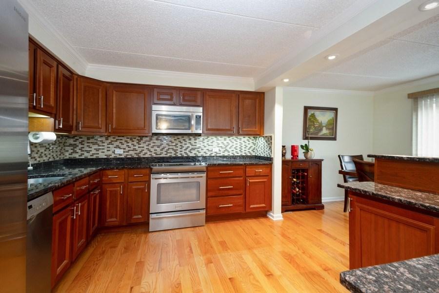 Real Estate Photography - 1441 E THACKER #204, DES PLAINES, IL, 60016 - Kitchen