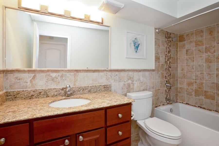 Real Estate Photography - 1441 E THACKER #204, DES PLAINES, IL, 60016 - Bathroom