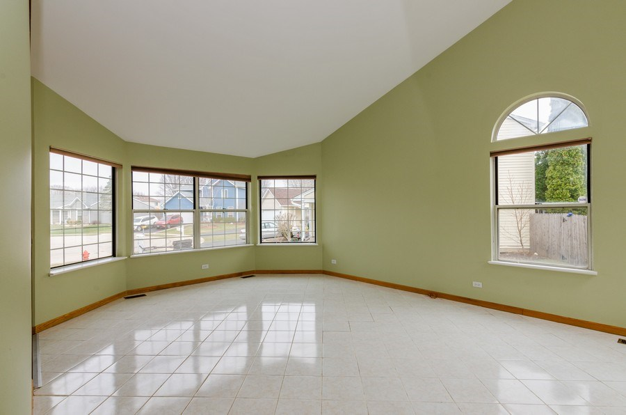 Real Estate Photography - 1263 Dogwood Ct., Elgin, IL, 60120 - Living Room