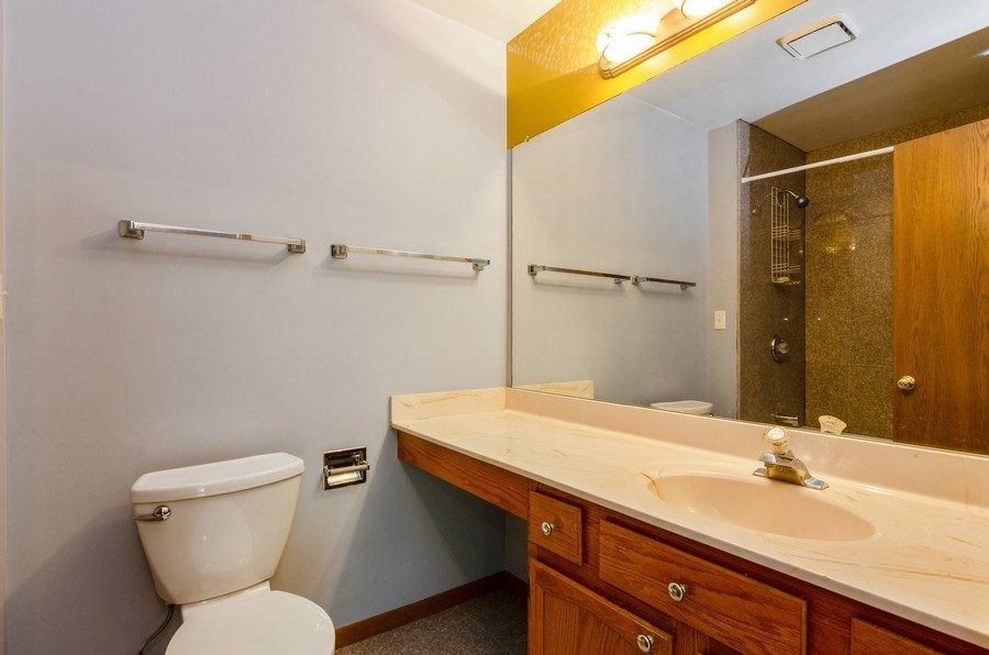 Real Estate Photography - 1263 Dogwood Ct., Elgin, IL, 60120 - 2nd Bathroom