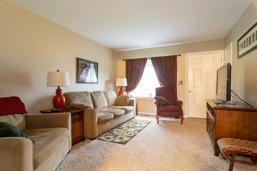Real Estate Photography - 621 Arnold Ave, Streamwood, IL, 60107 - Living Room