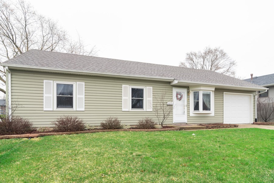 Real Estate Photography - 621 Arnold Ave, Streamwood, IL, 60107 - Front View