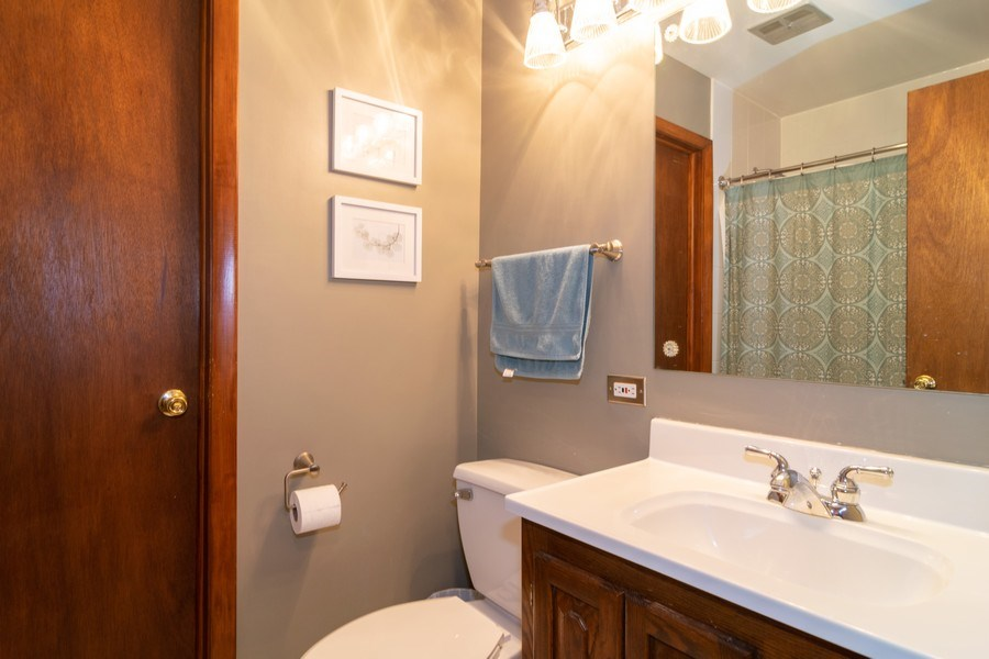 Real Estate Photography - 621 Arnold Ave, Streamwood, IL, 60107 - Bathroom