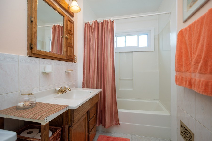 Real Estate Photography - 441 S. Forrest Ave., Arlington Heights, IL, 60004 - Bathroom