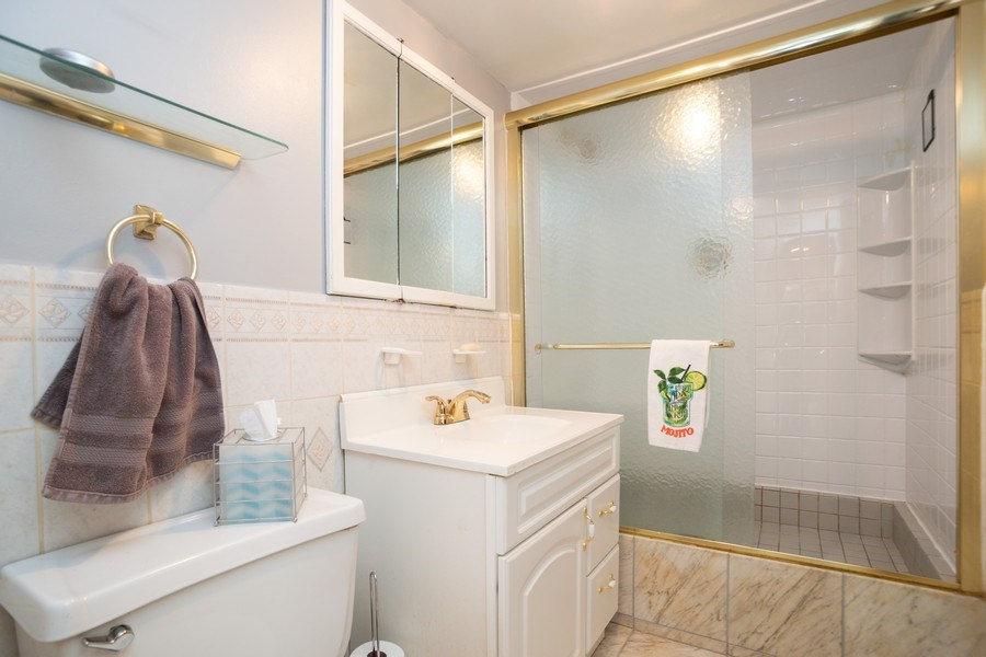 Real Estate Photography - 441 S. Forrest Ave., Arlington Heights, IL, 60004 - 2nd Bathroom