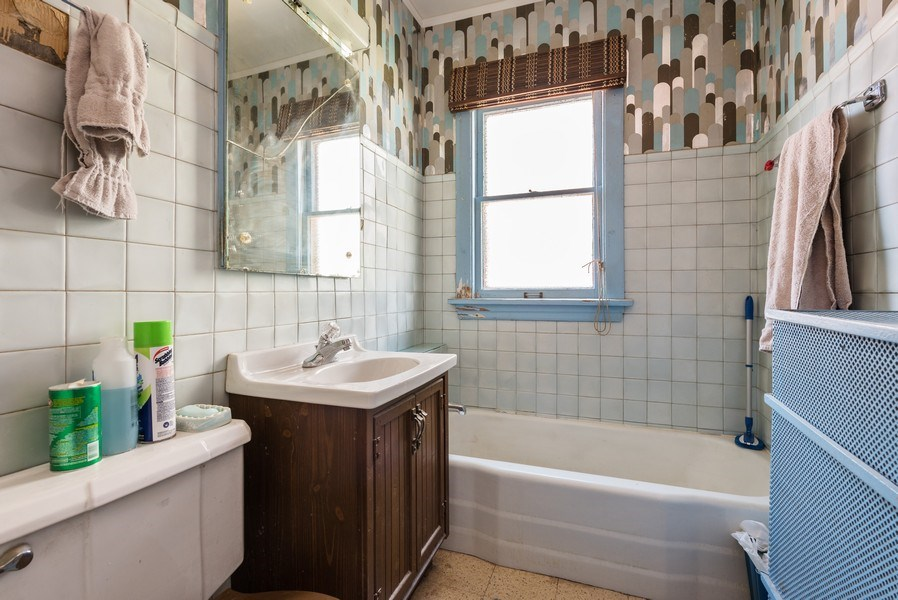 Real Estate Photography - 3034 W Wilson Ave, Chicago, IL, 60625 - Bathroom