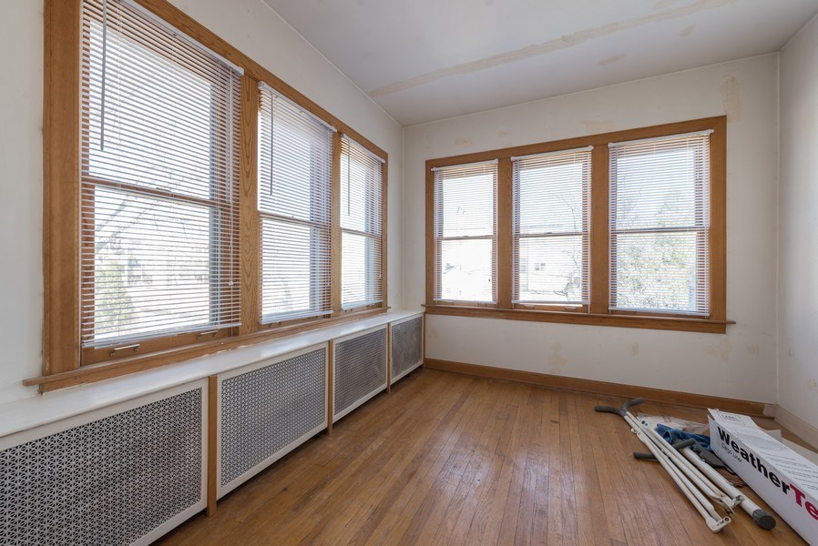 Real Estate Photography - 3034 W Wilson Ave, Chicago, IL, 60625 - Sun Room