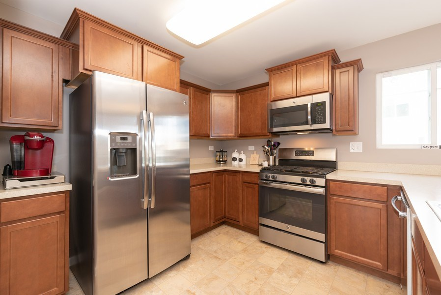 Real Estate Photography - 1686 Ruby Dr, Pingree Grove, IL, 60140 - Kitchen