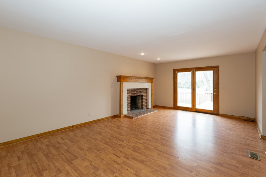 Real Estate Photography - 707 Sunny Ln, Barrington, IL, 60010 - Family Room