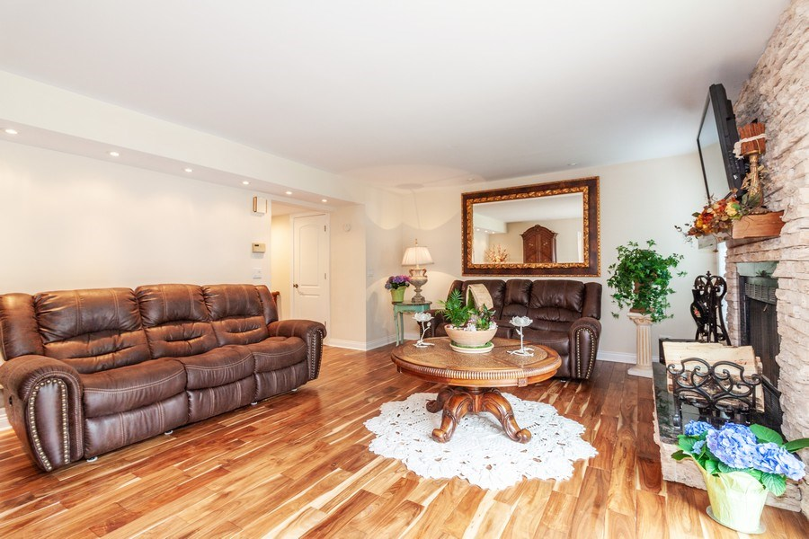 Real Estate Photography - 933 Old Oak Circle, Algonquin, IL, 60102 - Living Room