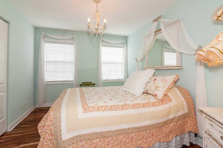 Real Estate Photography - 933 Old Oak Circle, Algonquin, IL, 60102 - 2nd Bedroom