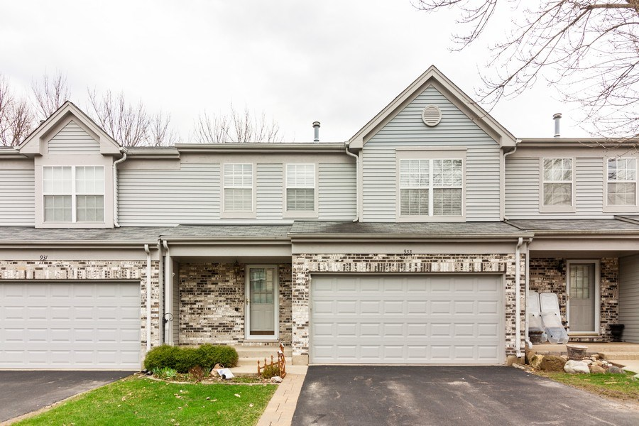 Real Estate Photography - 933 Old Oak Circle, Algonquin, IL, 60102 - Front View