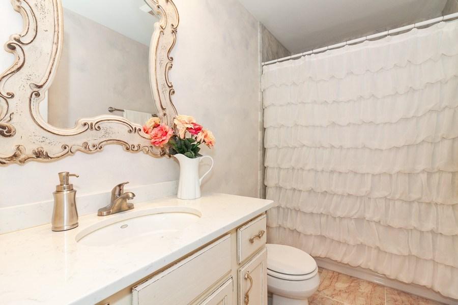 Real Estate Photography - 933 Old Oak Circle, Algonquin, IL, 60102 - Bathroom