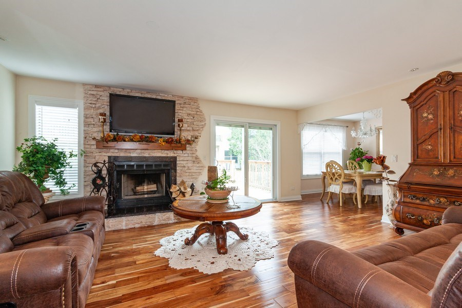 Real Estate Photography - 933 Old Oak Circle, Algonquin, IL, 60102 - Living Room / Dining Room