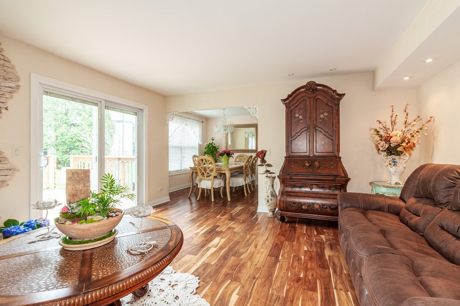 Real Estate Photography - 933 Old Oak Circle, Algonquin, IL, 60102 - Living Room/Dining Room