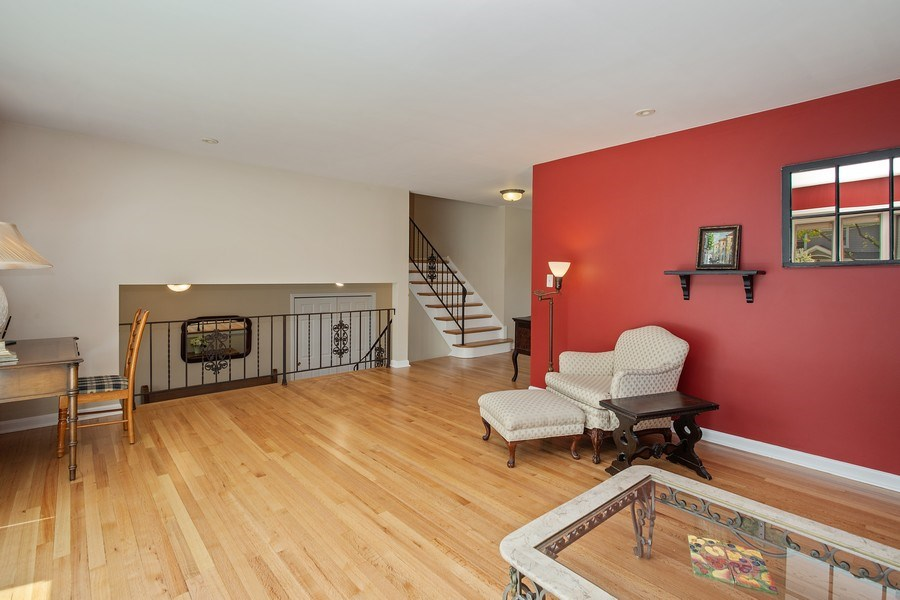 Real Estate Photography - 904 W George St, Arlington Heights, IL, 60005 - Living Room