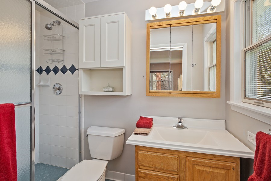 Real Estate Photography - 904 W George St, Arlington Heights, IL, 60005 - Master Bathroom