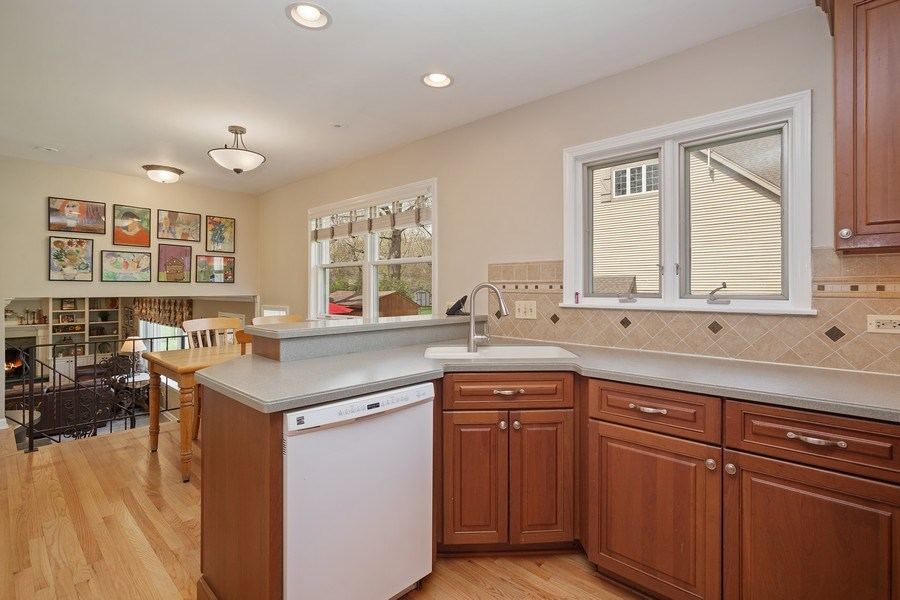 Real Estate Photography - 904 W George St, Arlington Heights, IL, 60005 - Kitchen