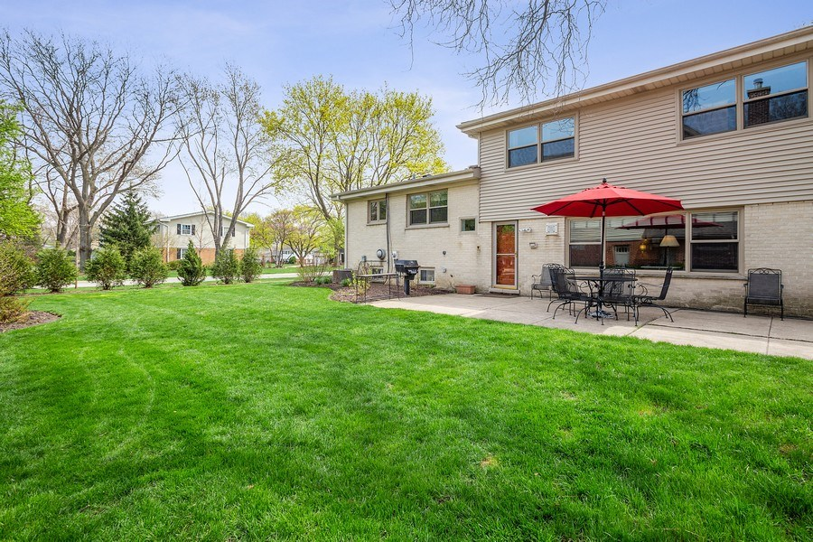 Real Estate Photography - 904 W George St, Arlington Heights, IL, 60005 - Rear View