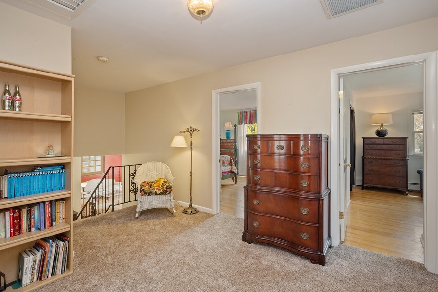 Real Estate Photography - 904 W George St, Arlington Heights, IL, 60005 - Hallway