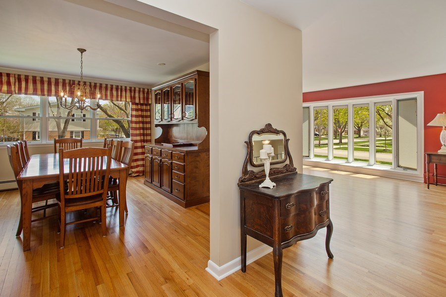Real Estate Photography - 904 W George St, Arlington Heights, IL, 60005 - Living Room / Dining Room