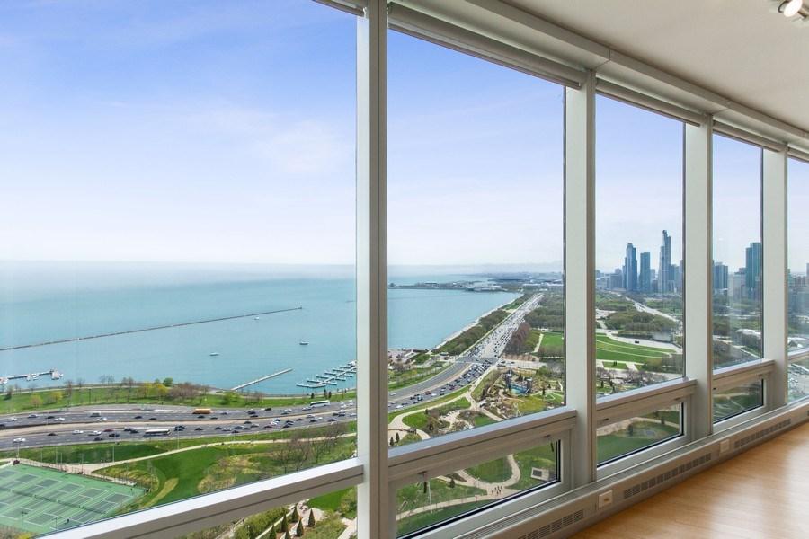 Real Estate Photography - 340 E Randolph, 2901, Chicago, IL, 60601 - Living Room
