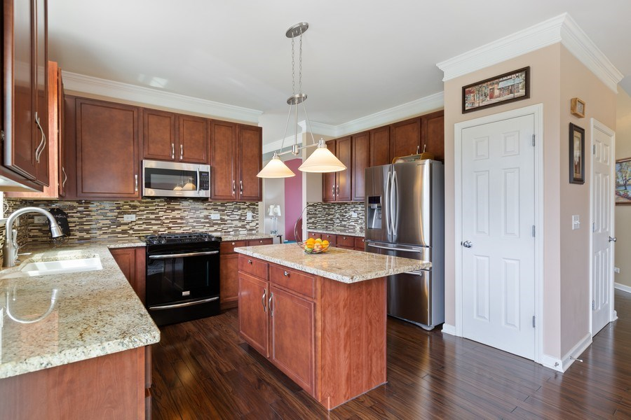 Real Estate Photography - 9405 Cummings St, Huntley, IL, 60142 - Kitchen