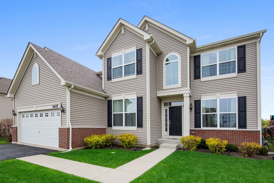 Real Estate Photography - 9405 Cummings St, Huntley, IL, 60142 - Front View