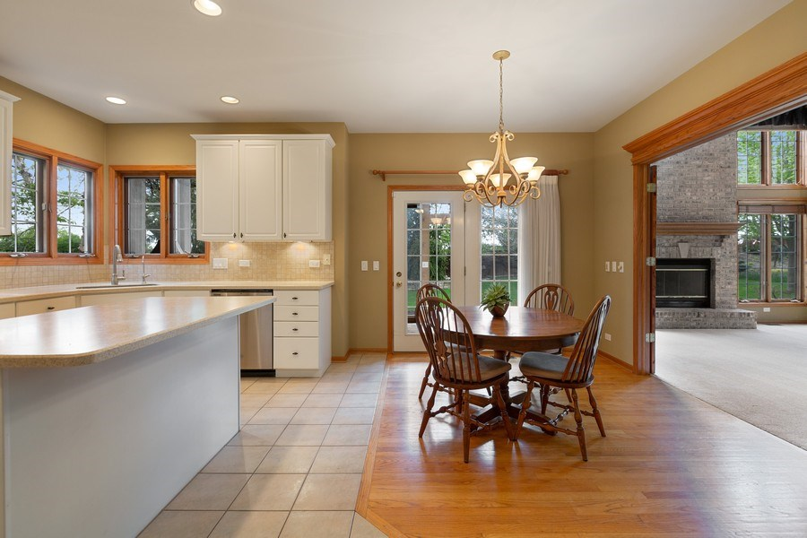 Real Estate Photography - 3 Brindlewood Ct, Algonquin, IL, 60102 - Breakfast Area