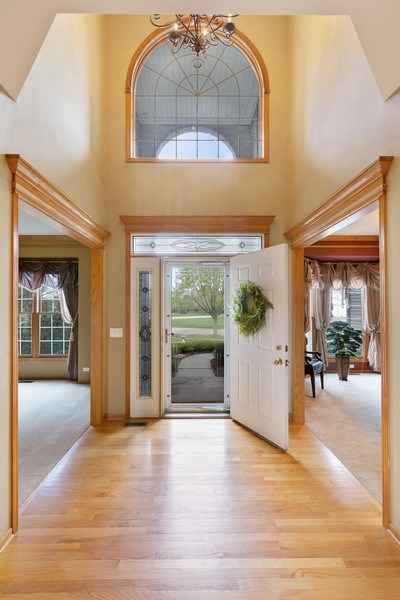 Real Estate Photography - 3 Brindlewood Ct, Algonquin, IL, 60102 - Entryway
