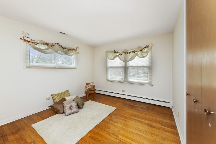 Real Estate Photography - 909 Dundee Avenue, Barrington, IL, 60010 - 2nd Bedroom