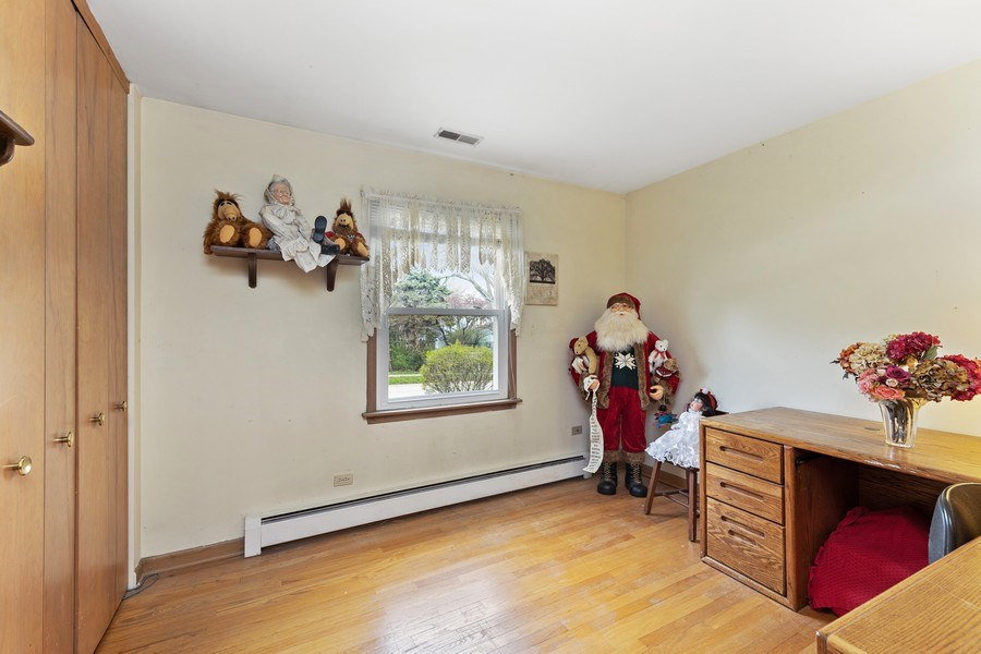 Real Estate Photography - 909 Dundee Avenue, Barrington, IL, 60010 - 3rd Bedroom