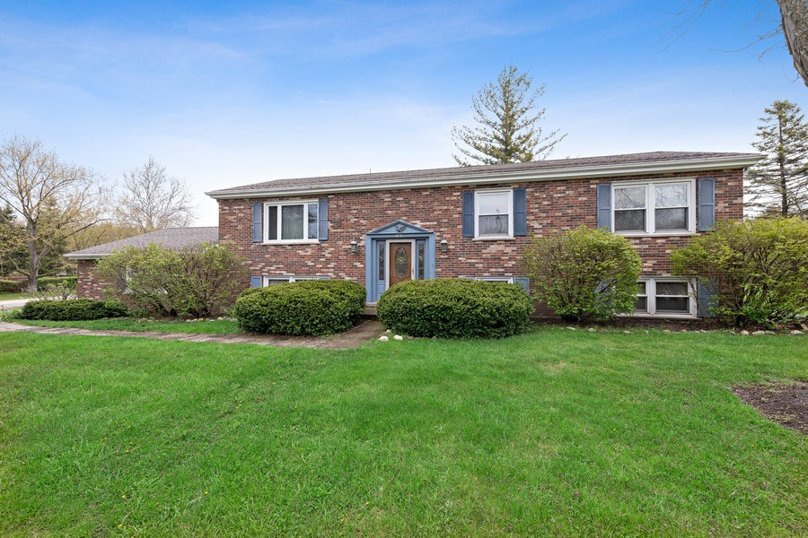 Real Estate Photography - 909 Dundee Avenue, Barrington, IL, 60010 - Front View