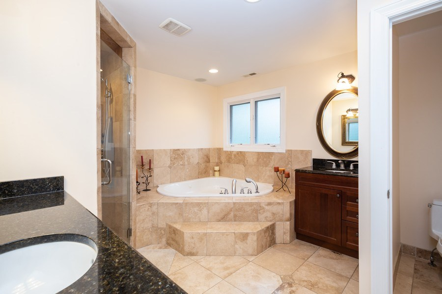 Real Estate Photography - 1514 W. Euclid Ave., Arlington Heights, IL, 60004 - Master Bathroom