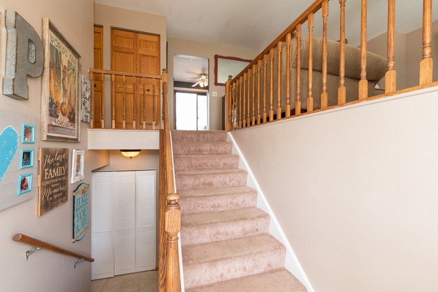 Real Estate Photography - 3679 Whispering Trails, Hoffman Estates, IL, 60192 - Foyer