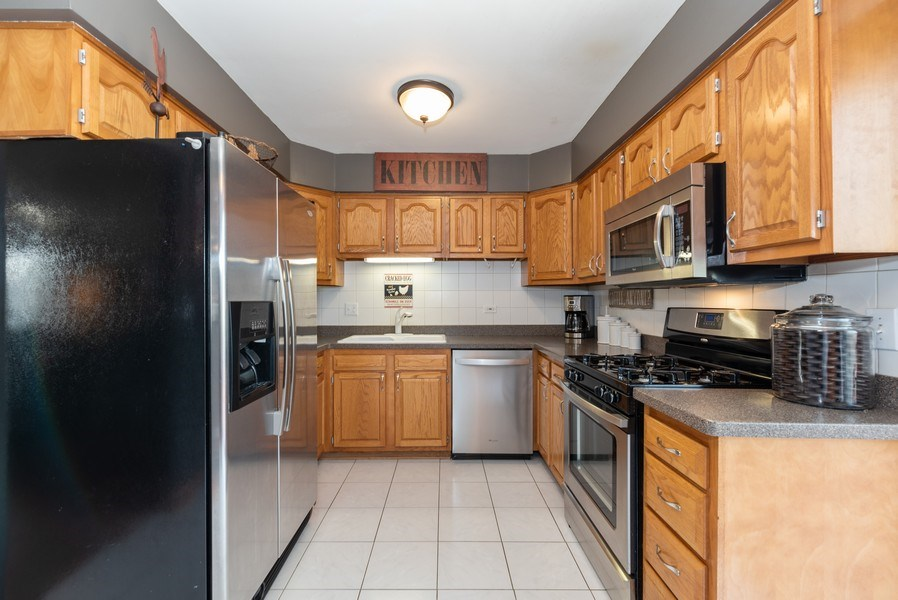 Real Estate Photography - 3679 Whispering Trails, Hoffman Estates, IL, 60192 - Kitchen
