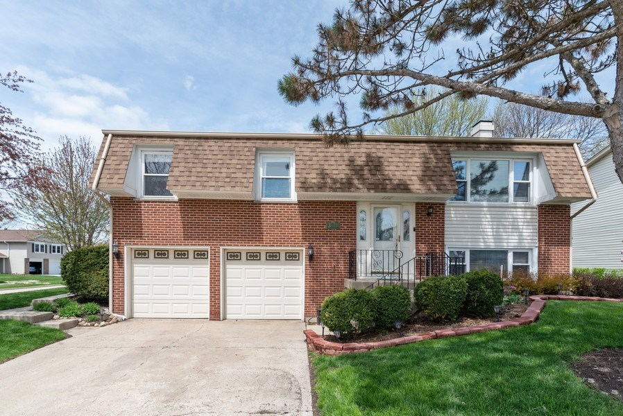 Real Estate Photography - 3679 Whispering Trails, Hoffman Estates, IL, 60192 - Front View