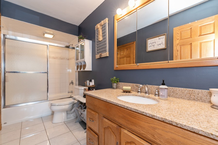 Real Estate Photography - 3679 Whispering Trails, Hoffman Estates, IL, 60192 - Bathroom
