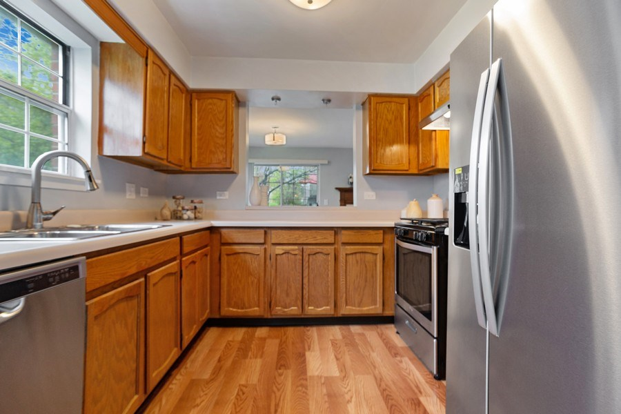 Real Estate Photography - 546 W Happfield, Arlington Heights, IL, 60004 - Kitchen