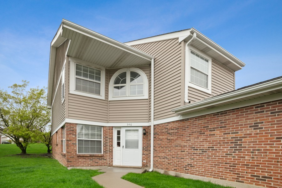 Real Estate Photography - 546 W Happfield, Arlington Heights, IL, 60004 - Front View