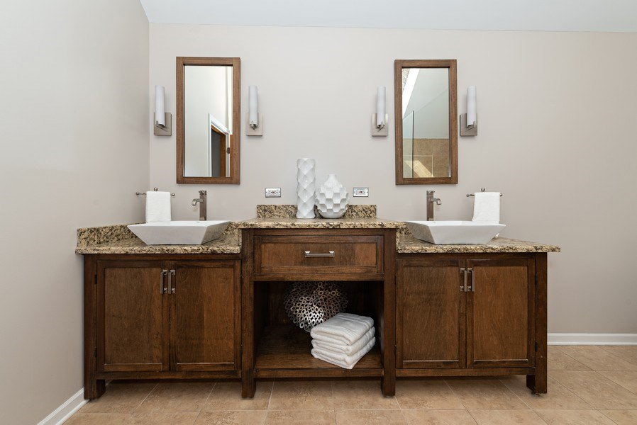 Real Estate Photography - 9121 Loch Glen, Lakewood, IL, 60014 - Master Bathroom