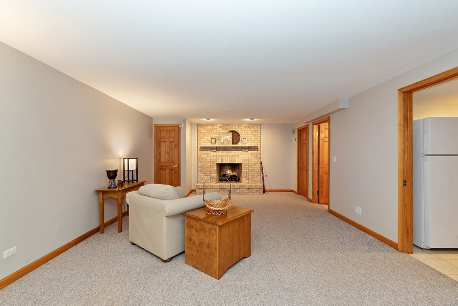 Real Estate Photography - 9121 Loch Glen, Lakewood, IL, 60014 -