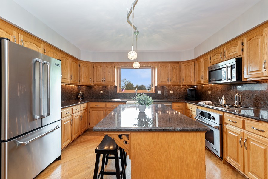 Real Estate Photography - 9121 Loch Glen, Lakewood, IL, 60014 - Kitchen