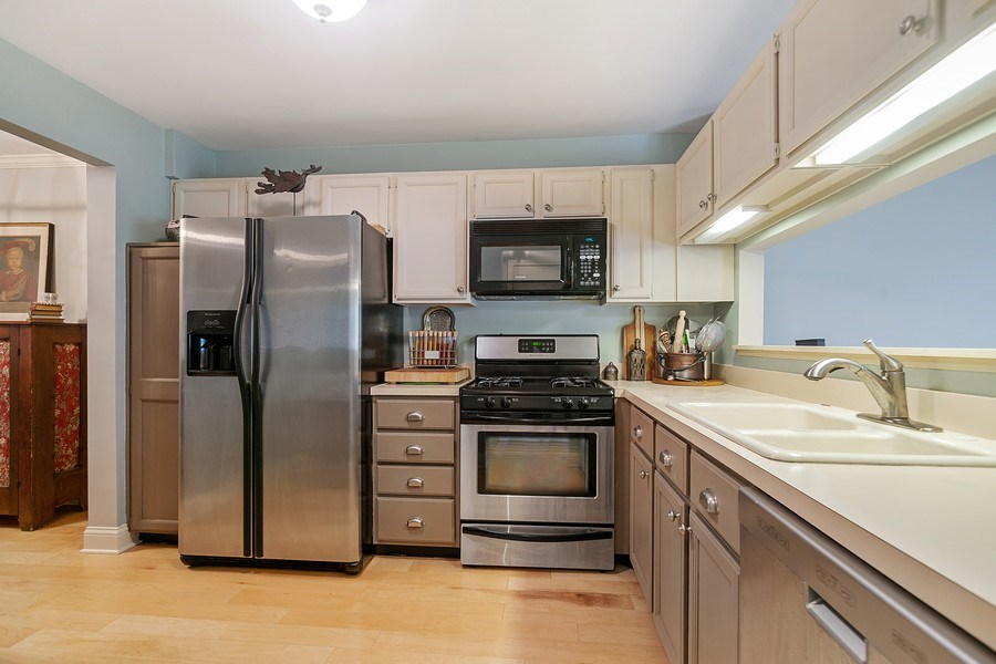 Real Estate Photography - 1968 N. Coldspring Rd., Arlington Heights, IL, 60004 - Kitchen