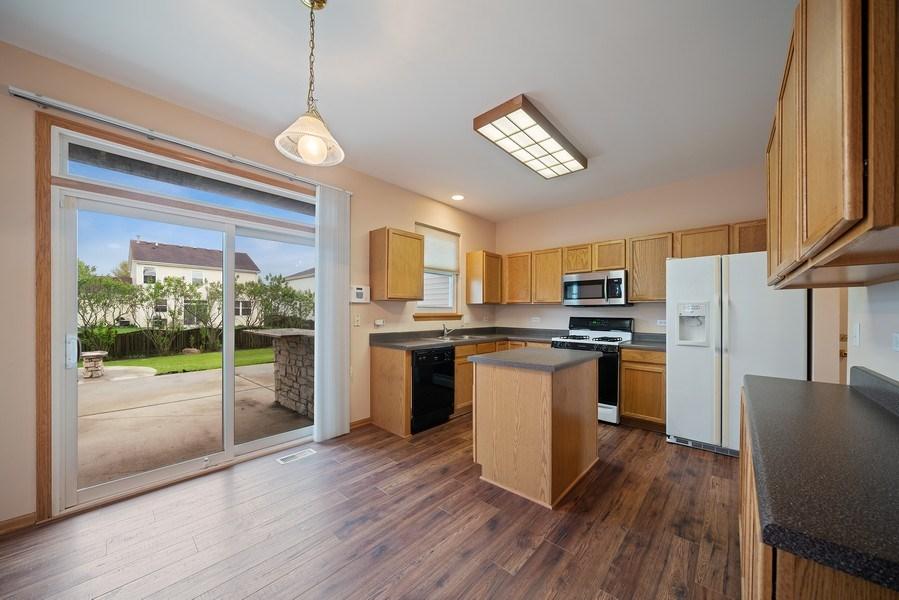 Real Estate Photography - 1951 Fescue, Aurora, IL, 60504 - Kitchen