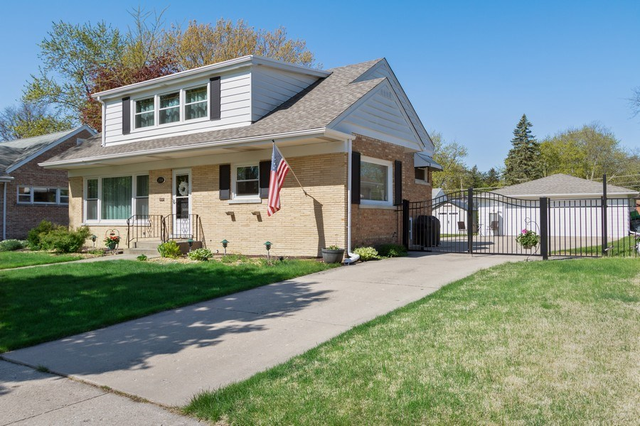 Real Estate Photography - 206 S. Forrest, Arlington Heights, IL, 60004 - Front View