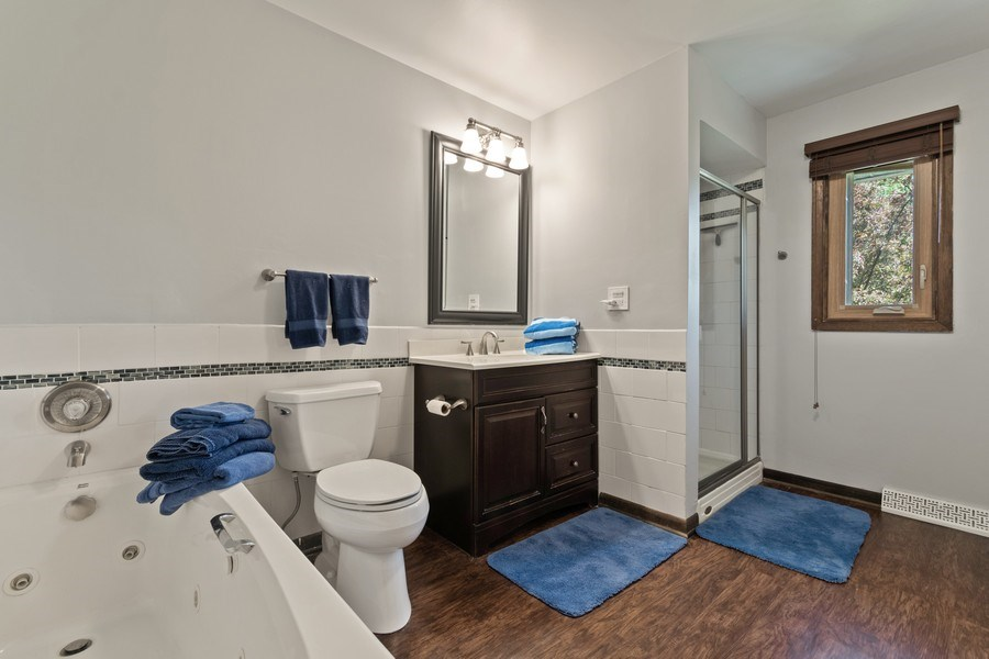 Real Estate Photography - 341 Martin Ln, Bloomingdale, IL, 60108 - Master Bathroom