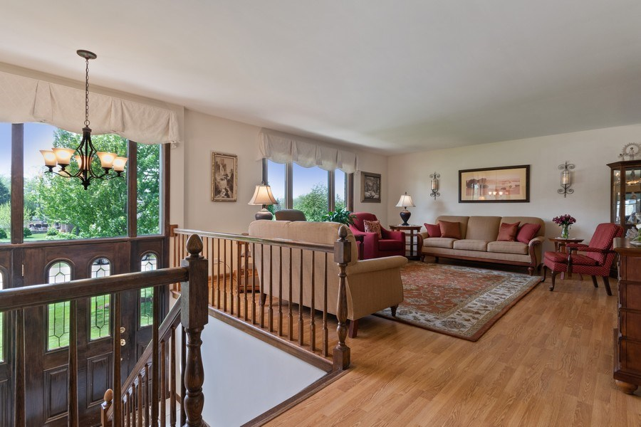 Real Estate Photography - 341 Martin Ln, Bloomingdale, IL, 60108 - Foyer/Living Room