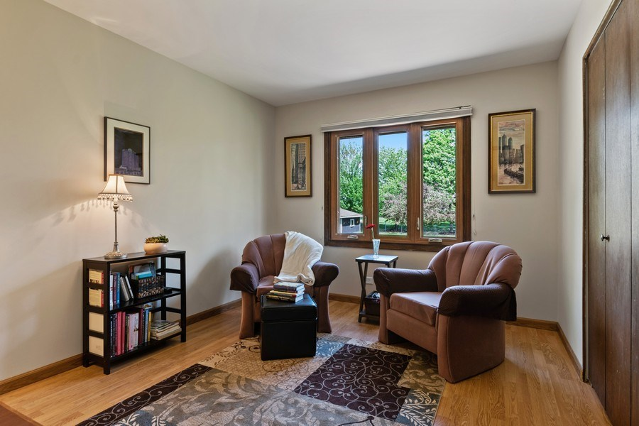 Real Estate Photography - 341 Martin Ln, Bloomingdale, IL, 60108 - 2nd Bedroom